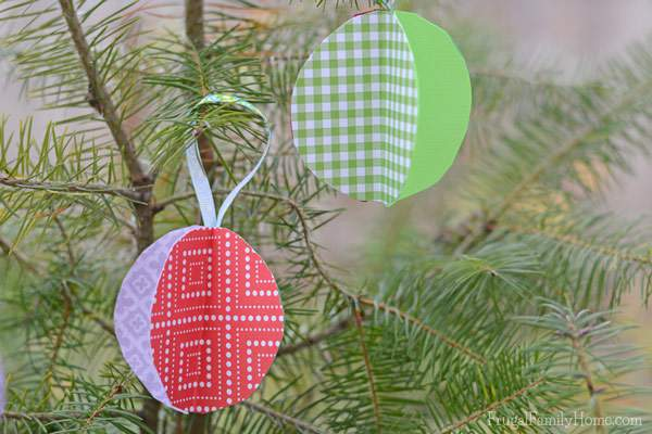 The kids and I had a ball making these paper ball ornaments. I made them when I was in school and now my kids got to make some too. Only three items are needed to make them. It's a great project to keep the kids busy over Christmas break.